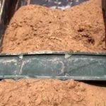 Выгрузка речного песка самосвалом
